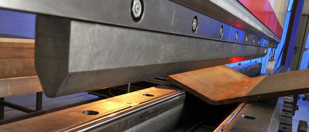 Doblez de prensa en lamina de acero en varios calibres en Monterrey