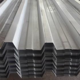 Pila de láminas de acero galvanizado con perfil rectangular para construcción en Monterrey
